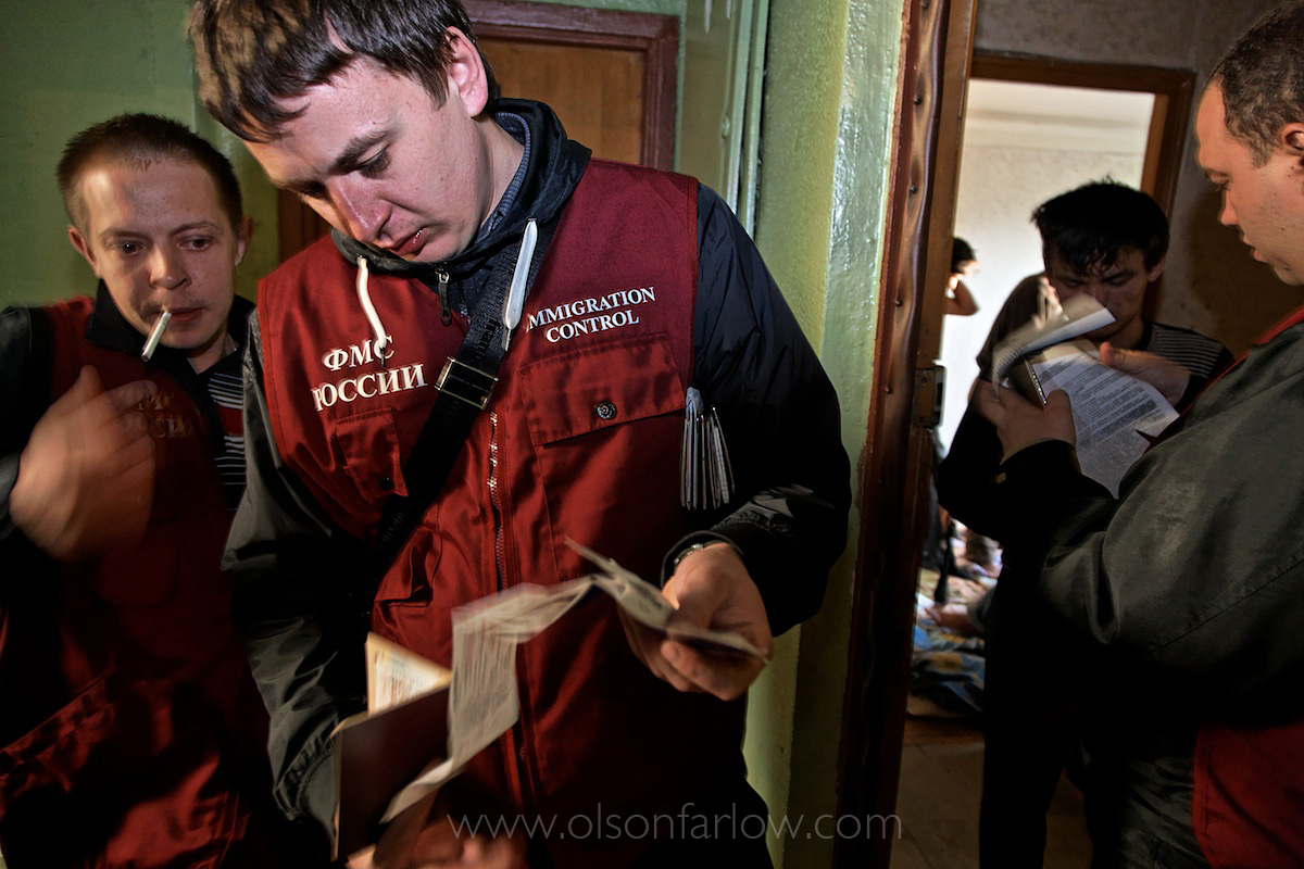 Federal Immigration Service Raid Squatter Area | Moscow, Russia