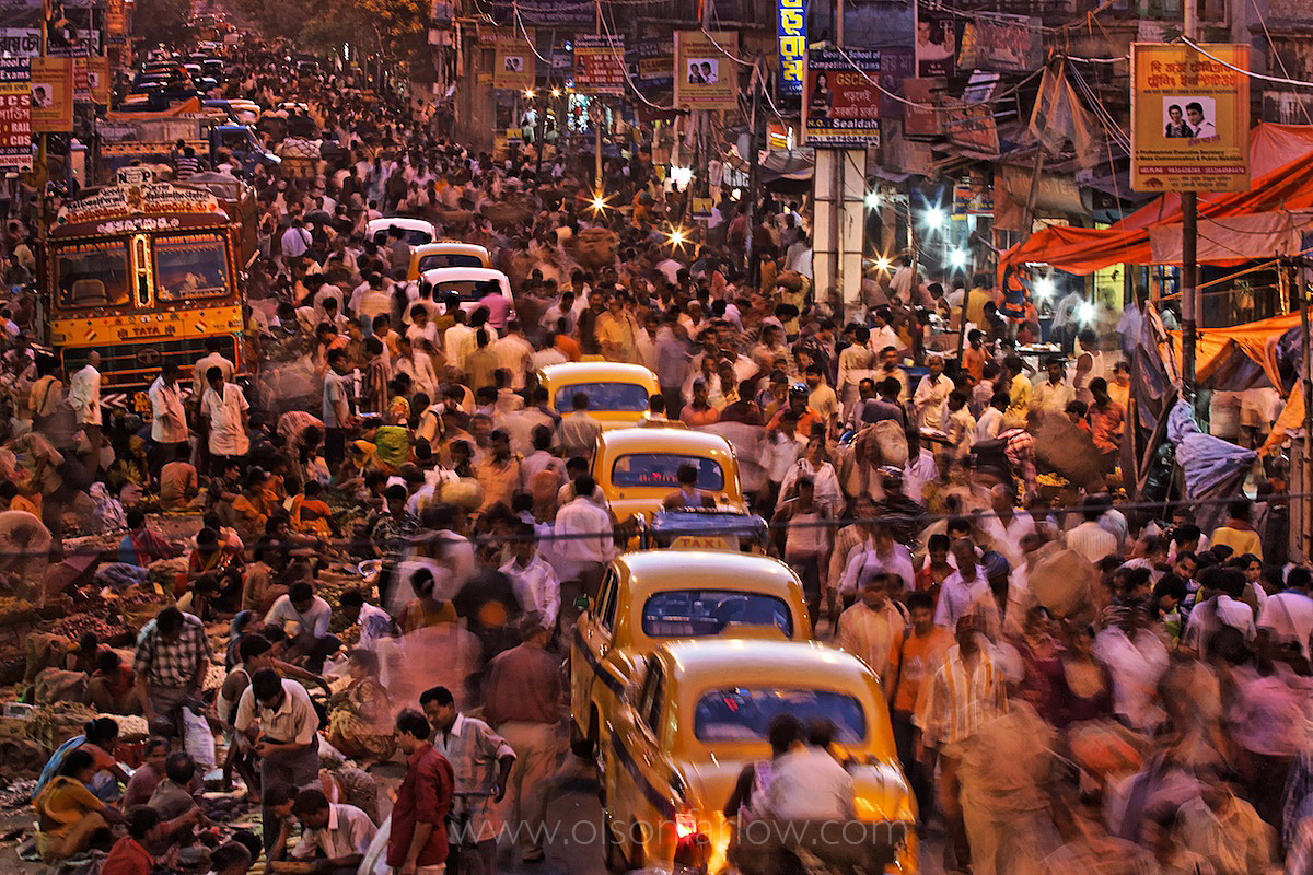 Crowds on the Streets of Calcutta (Kolkata) | India