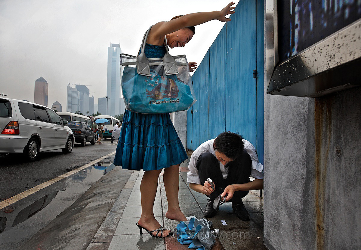Using Cell Phone to Hammer High Heel Shoe Back Together | China
