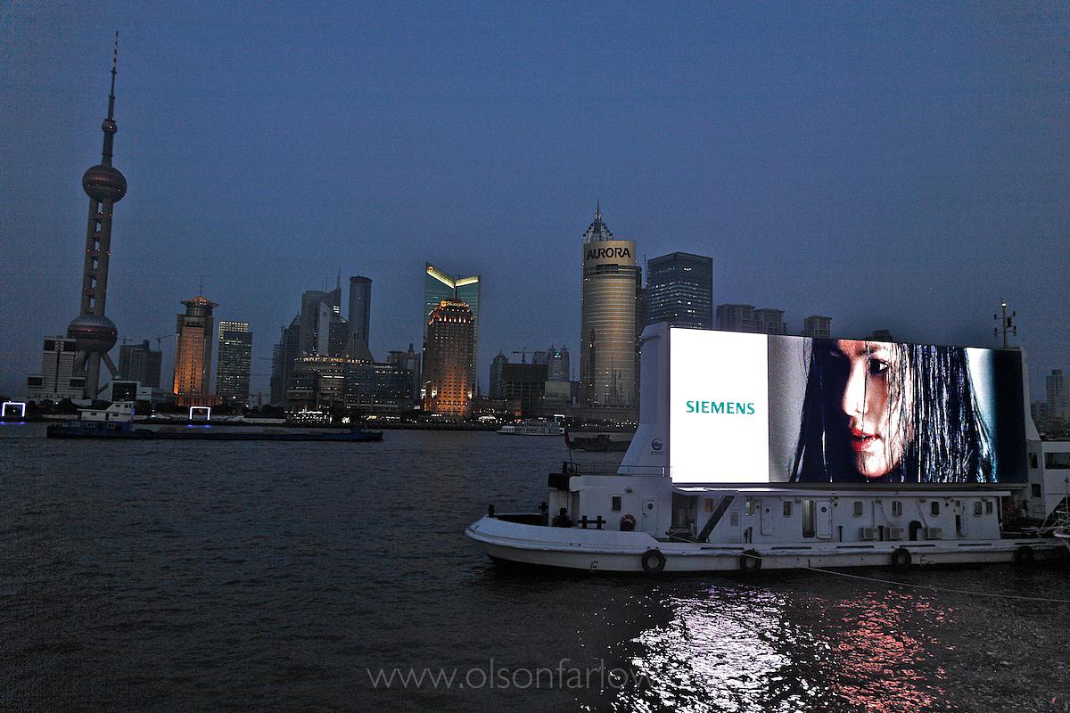World's Largest LED Screen on Bund | Shanghai, China