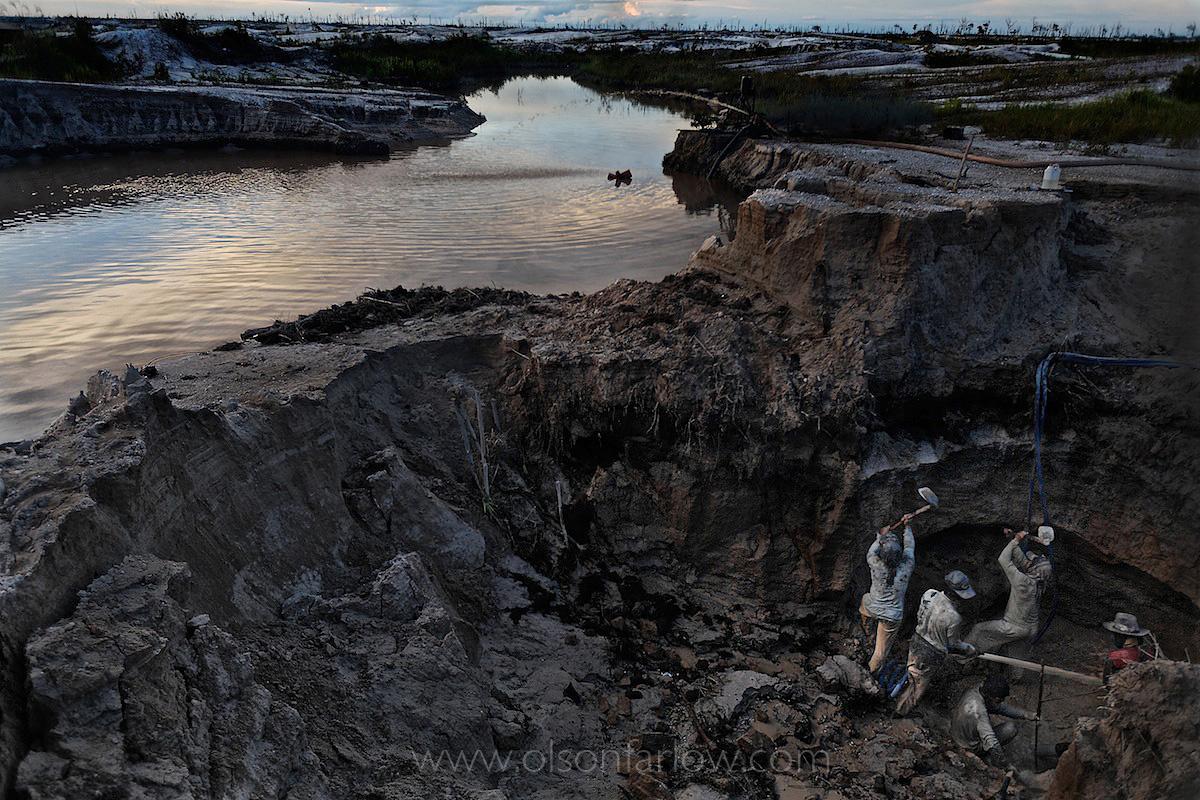 Indonesian Illegal Gold Miners Hazards | Borneo