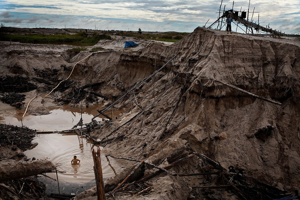 Gold Miner in Ruined Landscape Earns 5USD a Day | Borneo