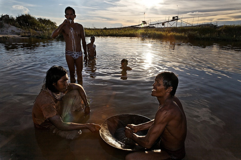 Gold Miner Brushes Teeth in Pond Laced With Mercury   Indonesia