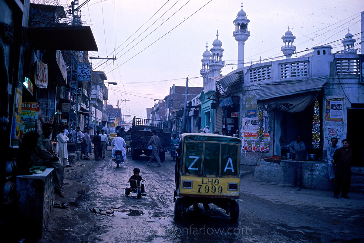 Street scene outside Ghoray Shah tomb | Lahore, Pakistan