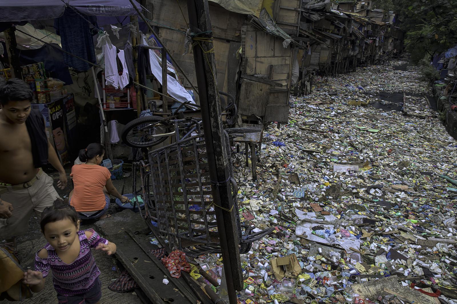 Stream in Manila's Chinatown